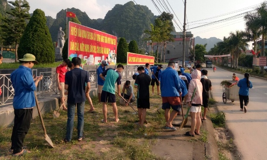 Đoàn TN Thị trấn Văn Quan tổ chức ngày chủ nhật xanh quét dọn xung quanh tượng đài LVT.jpg